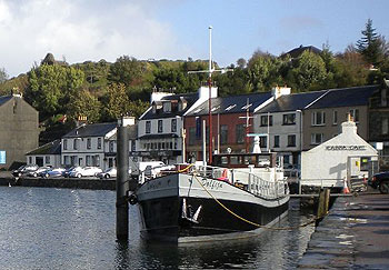Cafe Barge open in Tarbert