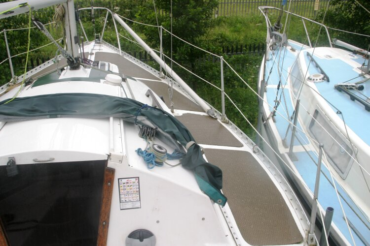 Master Marine Eygthene 24for sale The view forward - Looking up the starboard side