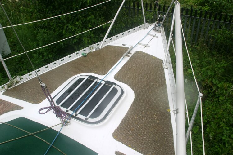 Master Marine Eygthene 24for sale A view of the foredeck - Note the fore hatch