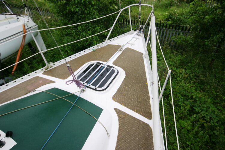 Master Marine Eygthene 24for sale The fore deck - Note the fore hatch and the spinnaker pole.