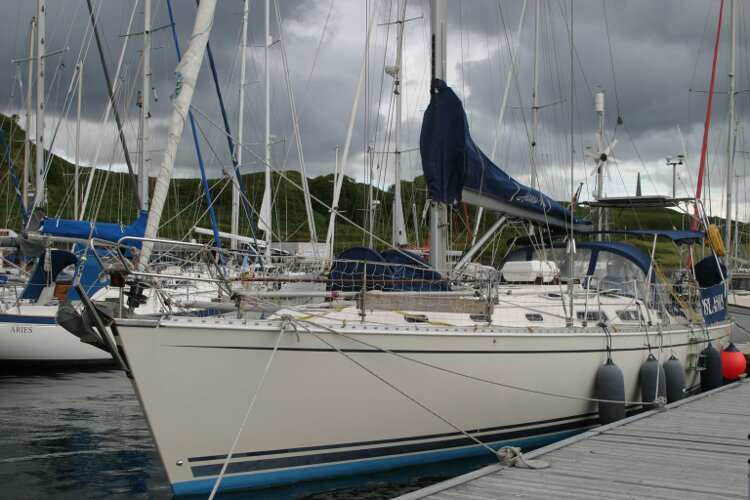 Hanse 411for sale Port side, forward -