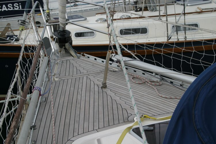 Hanse 411for sale Foredeck -