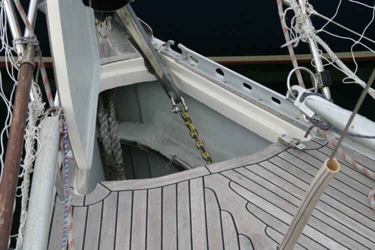 Hanse 411for sale Anchor locker -