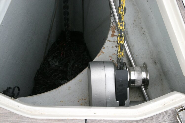 Hanse 411for sale Anchor Windlass - Inside anchor locker