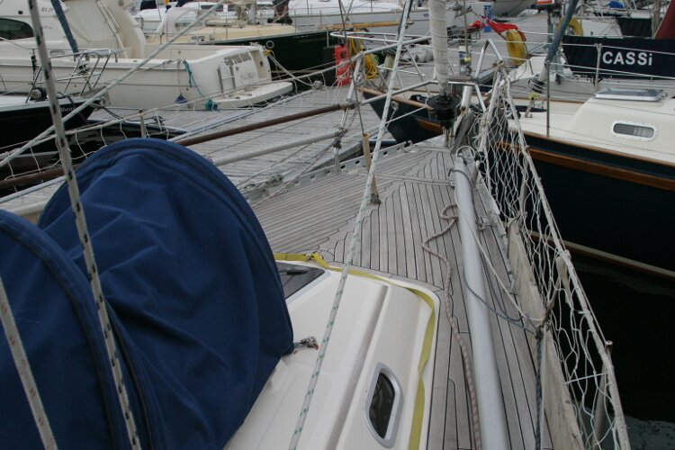 Hanse 411for sale Foredeck from Starboard side - Deck tent provides excellent additional storage.