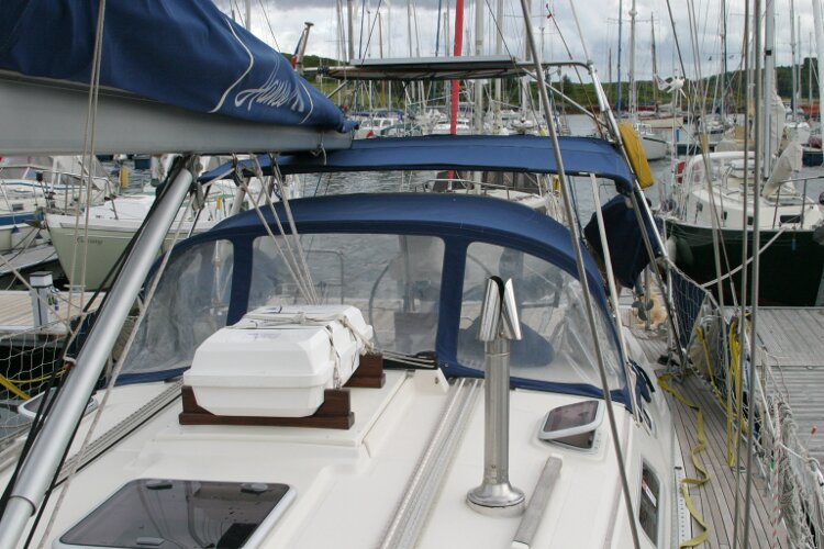 Hanse 411for sale Port side view aft towards the cockpit -