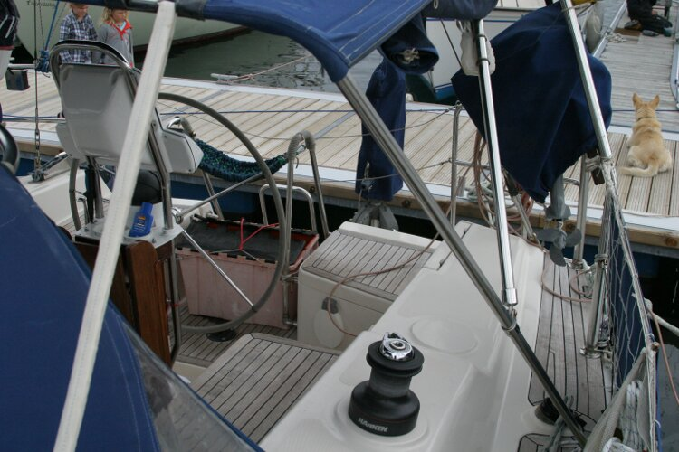 Hanse 411for sale Cockpit, port side -
