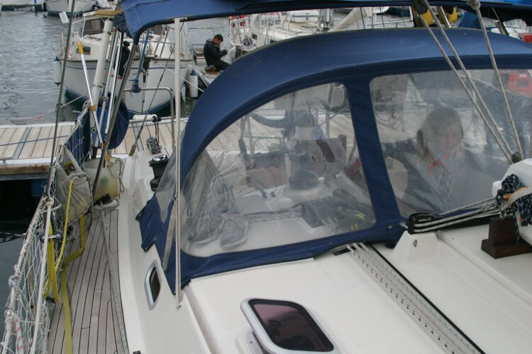 Hanse 411for sale Starboard side walkway, looking aft - towards the spray hood