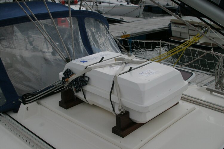 Hanse 411for sale Liferaft -
