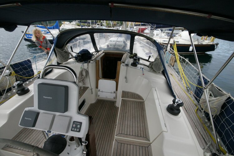 Hanse 411for sale Cockpit - instrument pod
