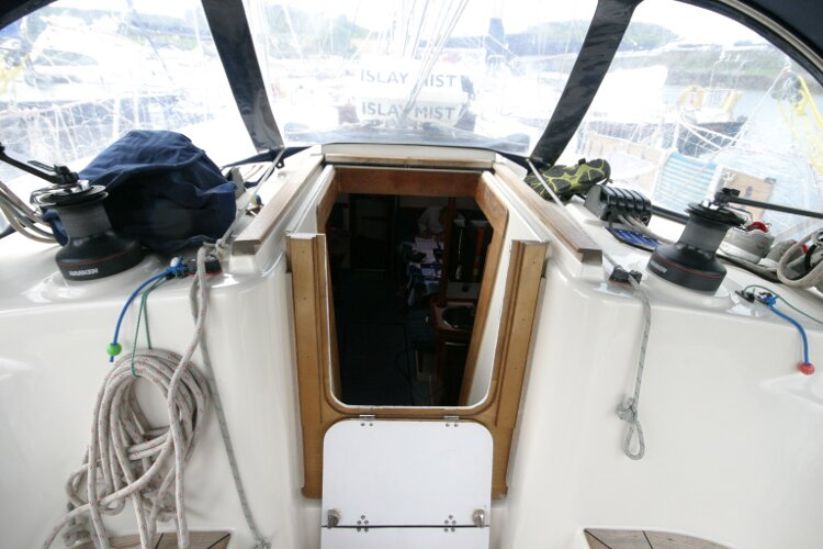 Hanse 411for sale Companionway Entrance -