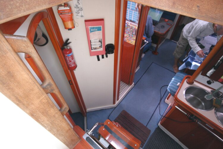 Hanse 411for sale Companionway - to port