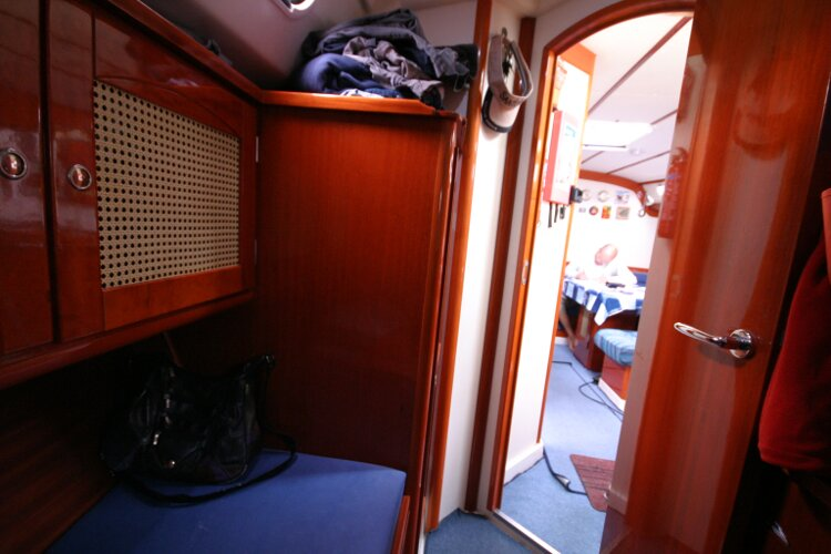 Hanse 411for sale Aft Cabin - Looking forward to the entrance
