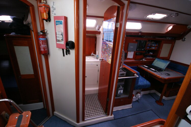 Hanse 411for sale Heads Compartment - just forward of the aft cabin entrance