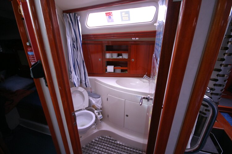 Hanse 411for sale Heads Compartment - view in through the entrance