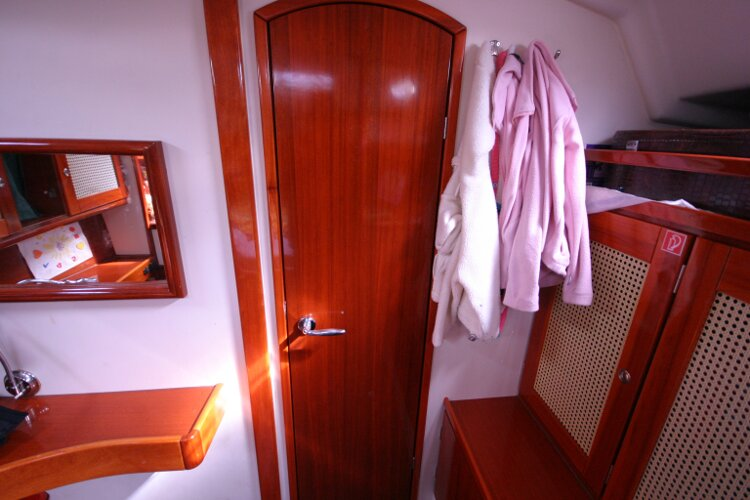 Hanse 411for sale Looking Aft from Forward Cabin. - Entrance door closed