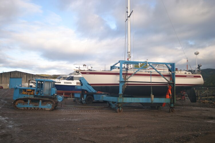 Boat Yard Winter Storagefor sale Boat Hoist - Experienced Yard staff take great care of your boat.