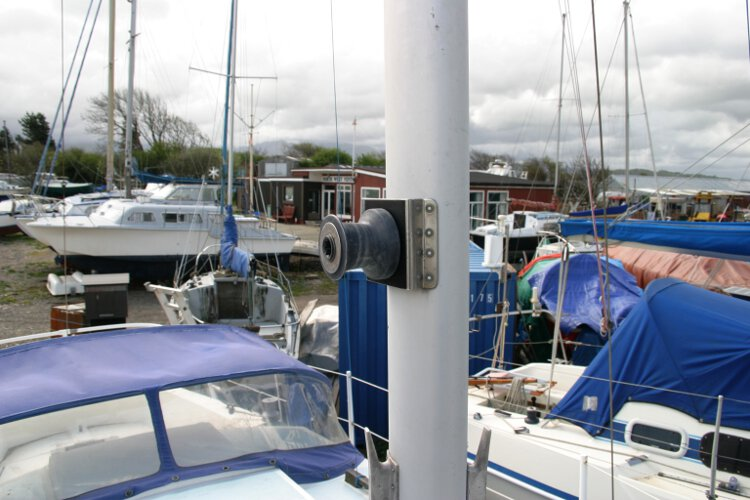 Colvic 26for sale Mat detail - Halyard winch