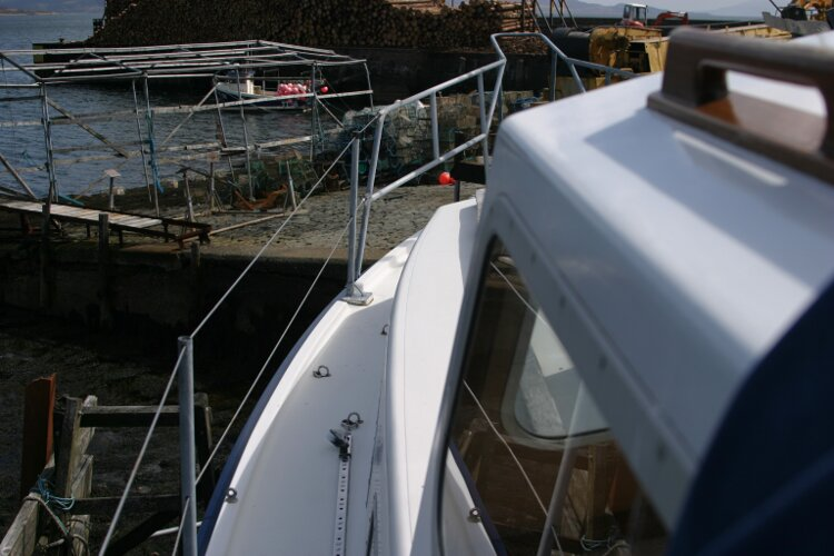 Colvic Springtide 25for sale Portside walkway looking forward -