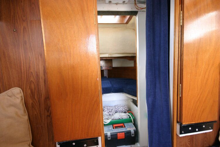 Colvic Springtide 25for sale Looking towards forward cabin -