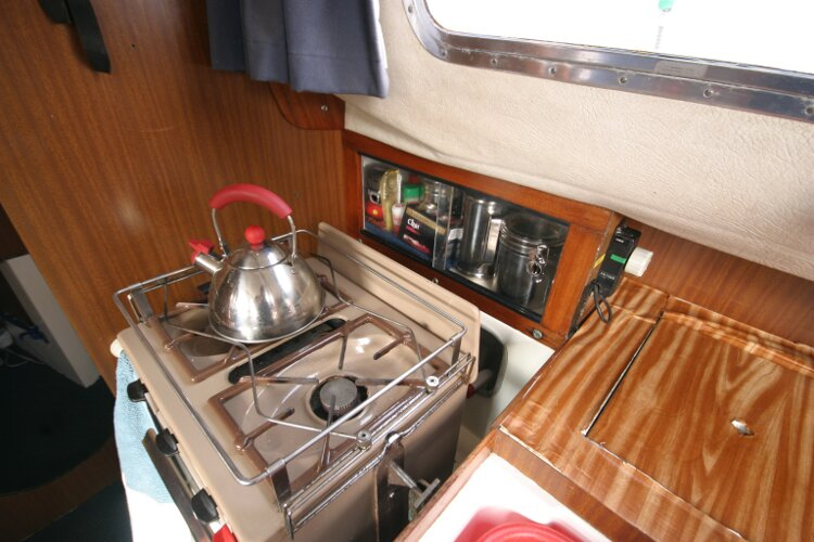 Westerly Renown Galley, cooker with two burners, grill and oven