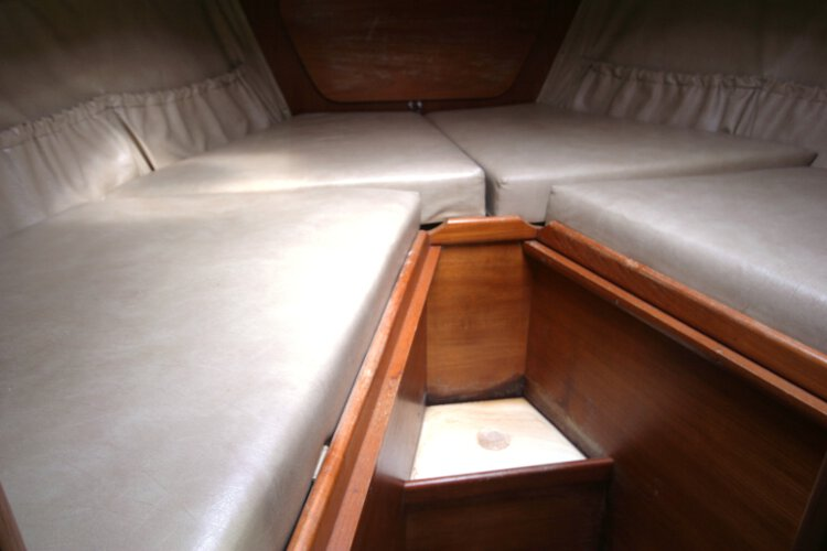 Halmatic 30for sale The fore cabin - With berths