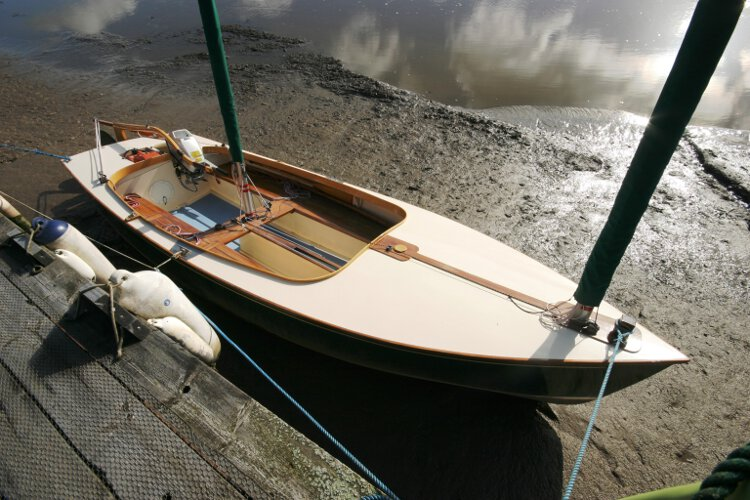 Wooden Classic Core Sound 17 Starboard side view