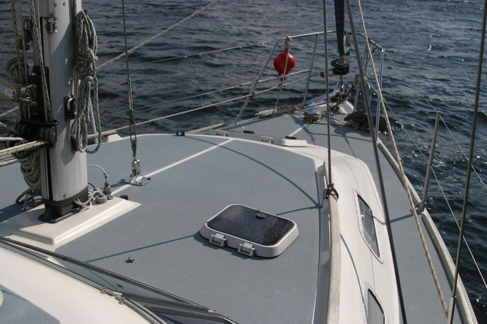 Westerly Riviera 35 MkIIfor sale Coachroof - Showing mast base and hatch