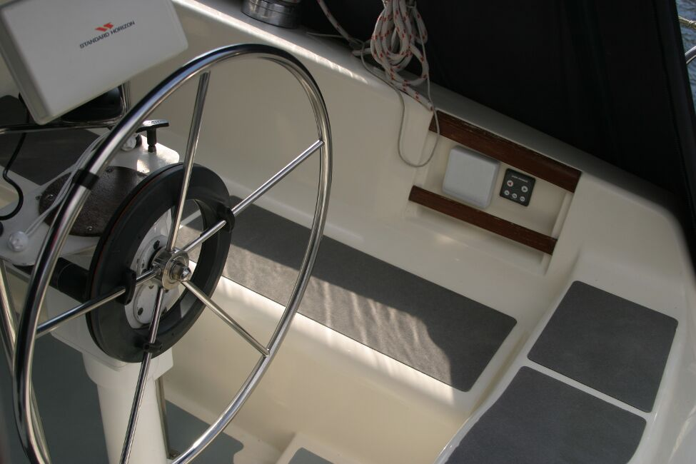 Westerly Riviera 35 MkIIfor sale Cockpit Helm Position -