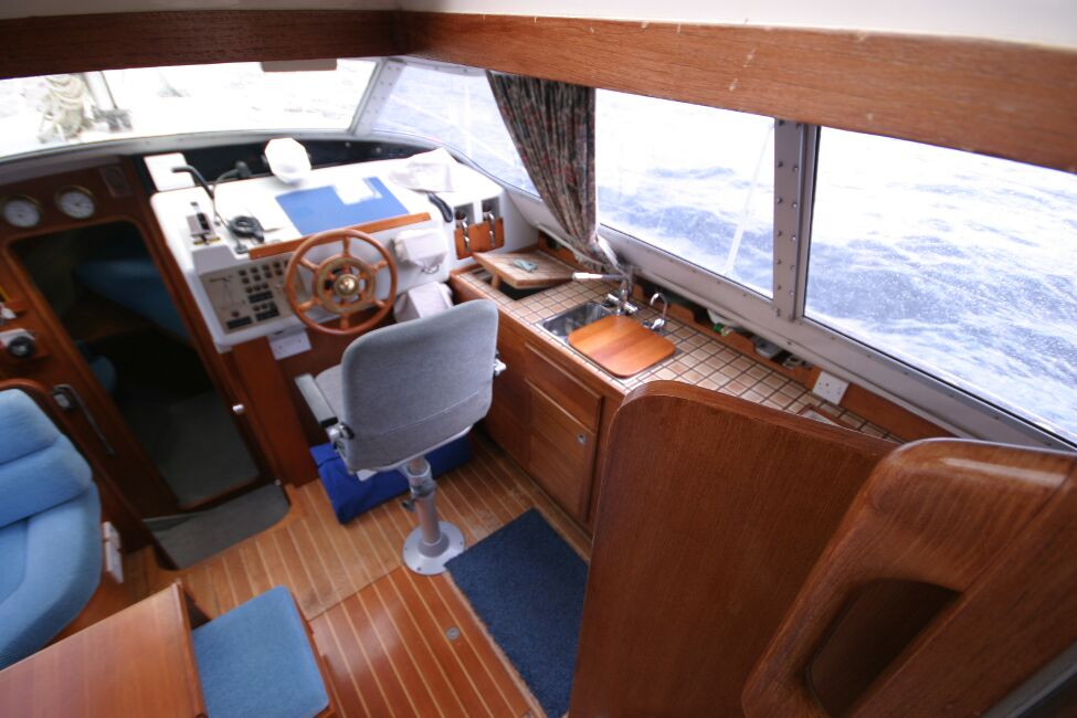 Westerly Riviera 35 MkIIfor sale Inside the Bridge Deck - Inside Helm Position to Starboard