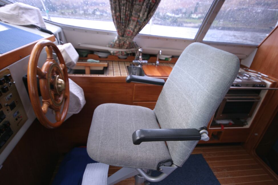 Westerly Riviera 35 MkIIfor sale Inside Helm Seat -