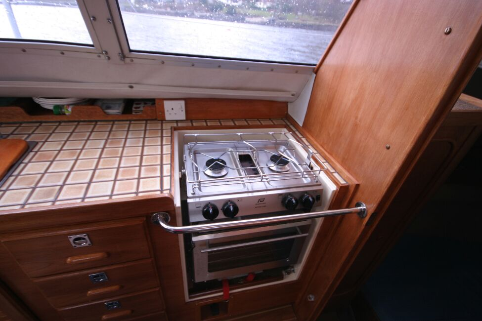 Westerly Riviera 35 MkIIfor sale Galley on Starboard Side - Oven and worktop