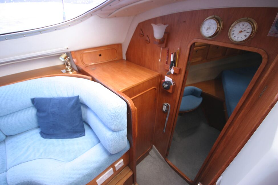 Westerly Riviera 35 MkIIfor sale Entrance To Forward Cabin Area -