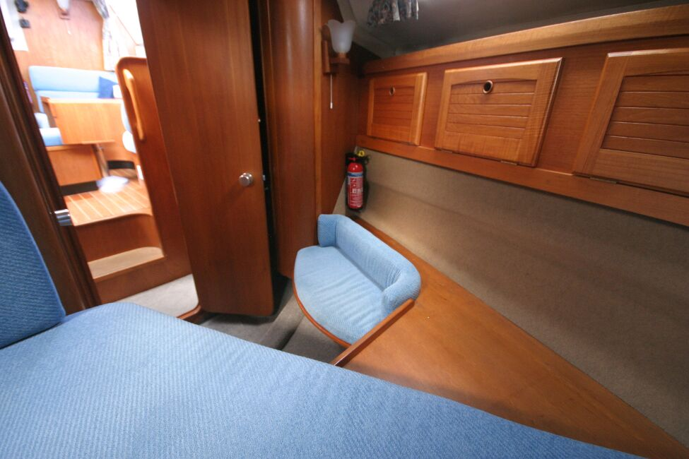 Westerly Riviera 35 MkIIfor sale Forward Cabin - Seat and ample storage