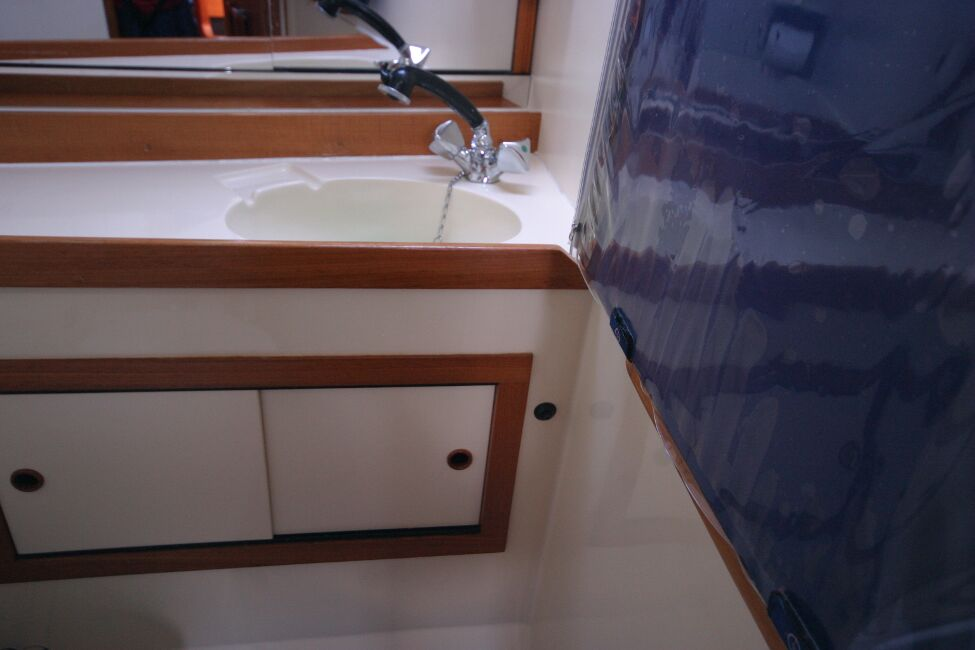 Westerly Riviera 35 MkIIfor sale Aft Heads - Hand Basin