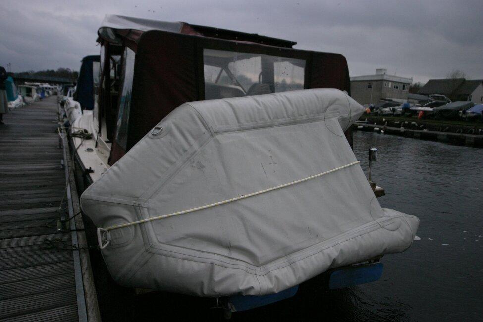 Shetland 640 Hardtop Inflatable on swim platform
