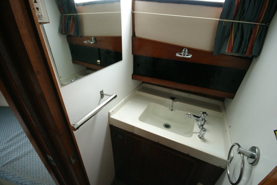 Finnsailer 35ft Motor Sailer Wash basin in wash room