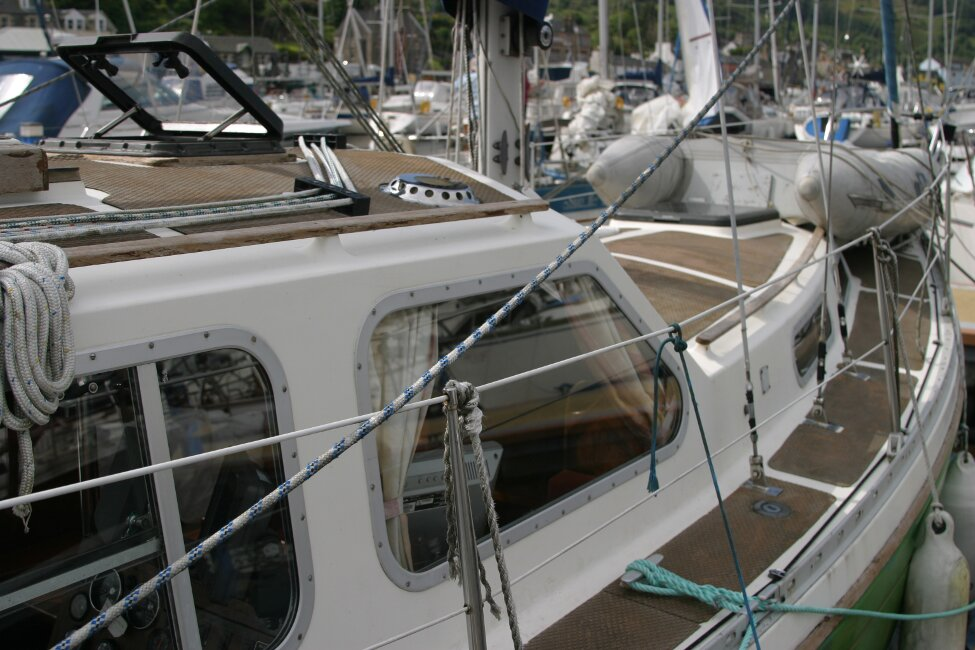Trident Voyager 35for sale Port side walkway - from the pontoon