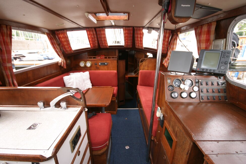 Trident Voyager 35for sale Saloon looking foreward -
