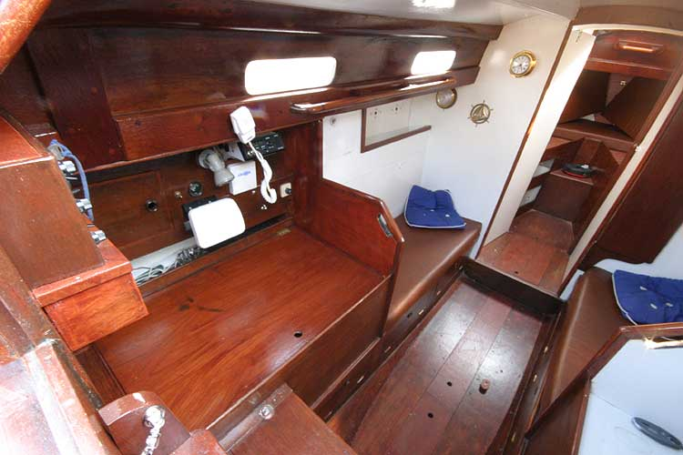 Twister 28 Saloon from companionway