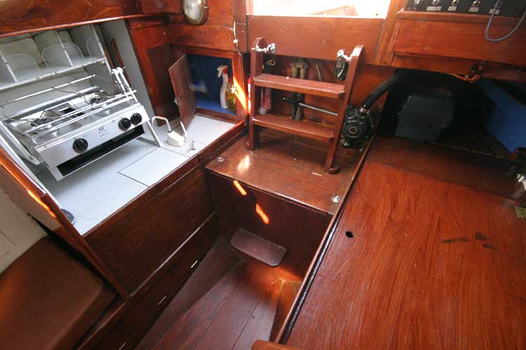 Twister 28 Saloon looking aft to galley
