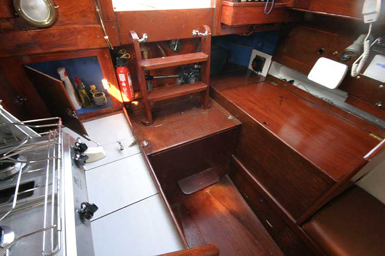 Twister 28 Aft to companionway.
