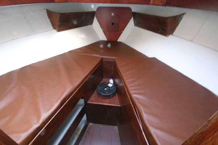 Twister 28 Forward cabin with V berth