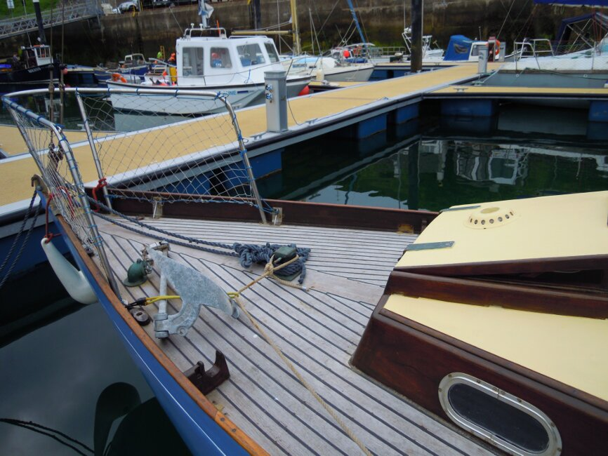 Wooden Classic 29 foot Bermudan Sloopfor sale Foredeck from pontoon - Owner's photo