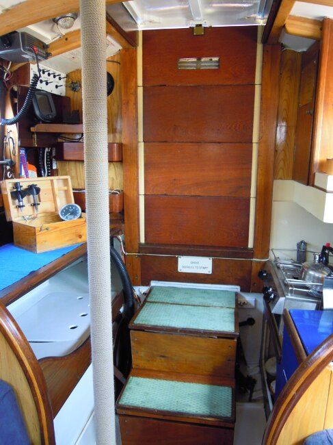 Wooden Classic 29 foot Bermudan Sloopfor sale Saloon - looking aft to companionway. - Owner's photo.