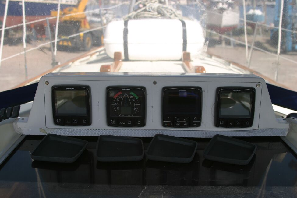 Contessa 32for sale New instruments -