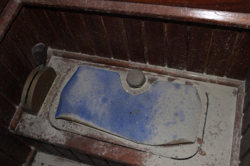 Barn Find Bilge Keelerfor sale Engine control and lid to engine compartment - At entrance to companionway. Lid closed.
