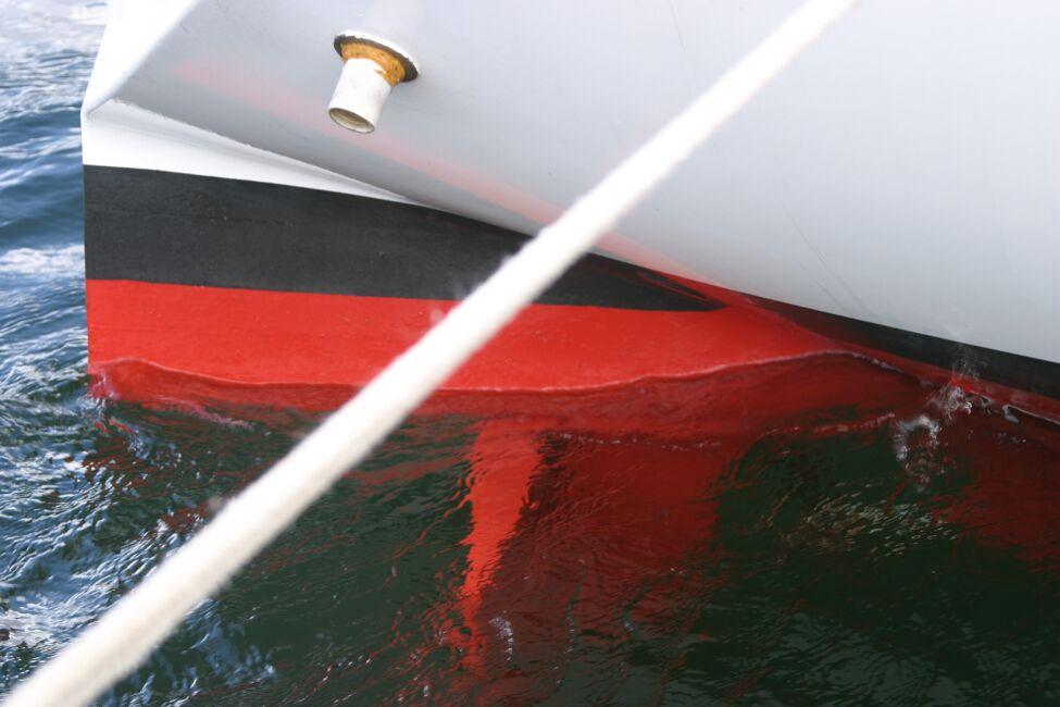 Thames Marine Everitt YCA 29 Stern Gear from starboard side