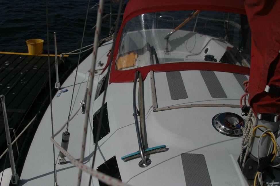 Thames Marine Everitt YCA 29 Looking aft starboard side walkway