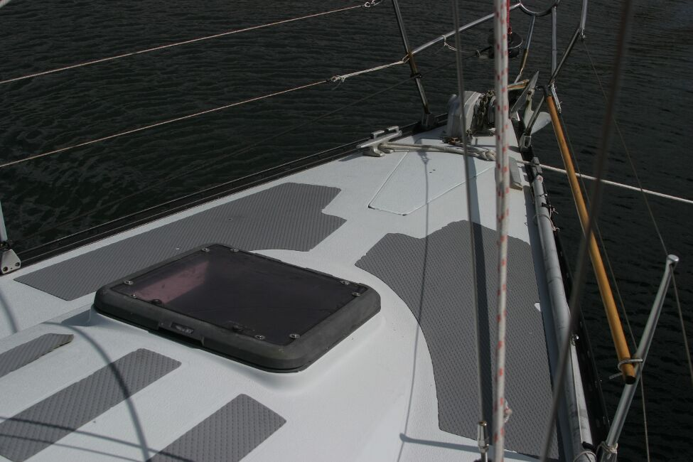 Thames Marine Everitt YCA 29 Foredeck and forehatch
